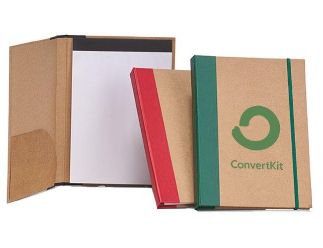 https://www.corporativobrindes.com.br/content/interfaces/cms/userfiles/produtos/pasta-com-bloco-de-anotacoes-personalizado-para-brindes-487.jpg
